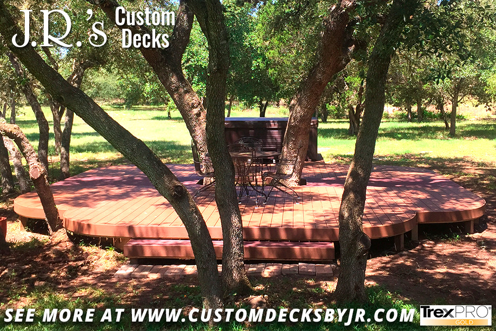 Curved Freestanding Trex Deck for Outdoor Living